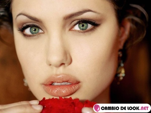 angelina jolie labios color natural