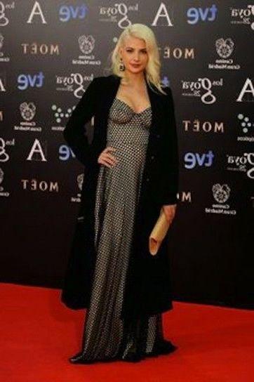 Miriam Giovanelli elegante