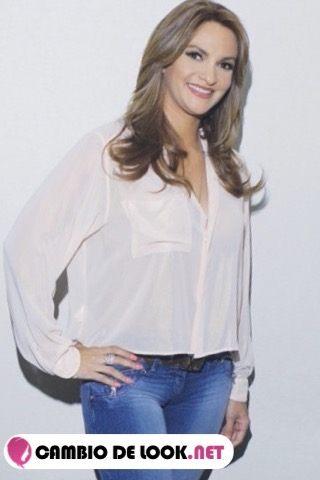 Mariana Seoane su pelo suelto