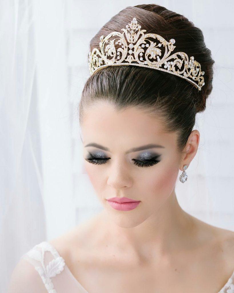 Recogido alto tiara boda