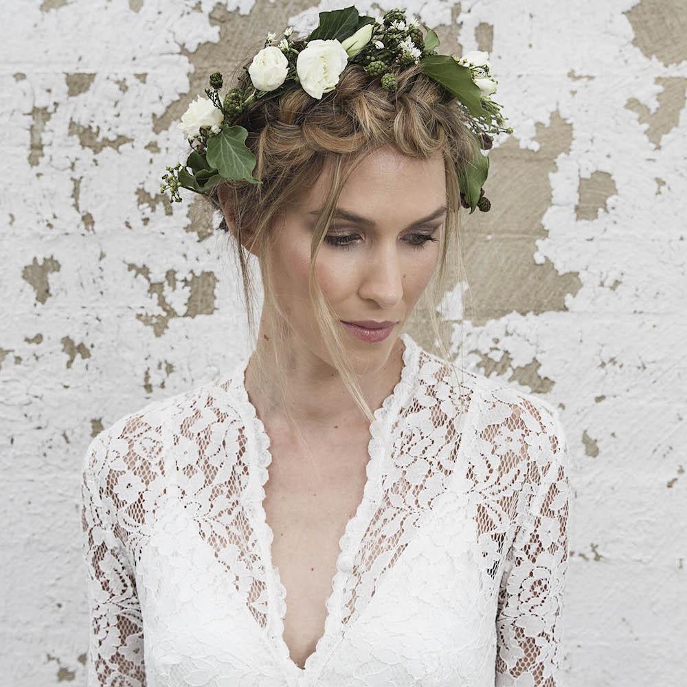 recogido corona trenzas flores boda